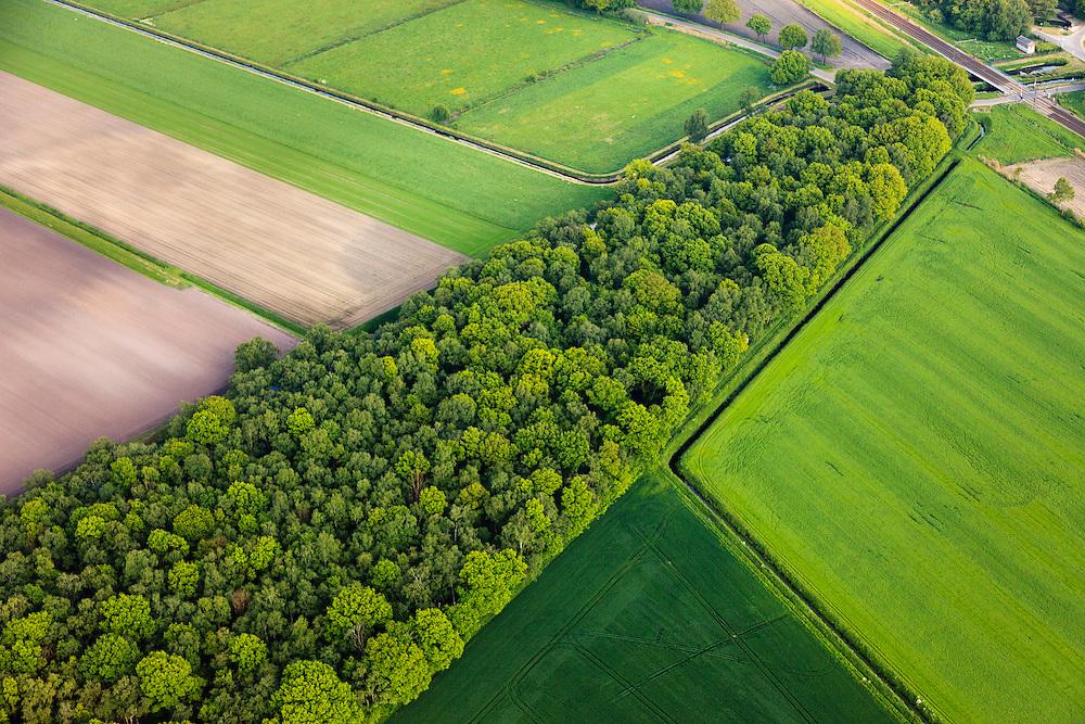 Nederland, Noord-Brabant, Peel, 27-05-2013;<br /> Griendtsveen, Defensie- of Peelkanaal, spoorlijn Helmond - Venlo.  Peel-Raamstelling<br /> Canal and railway, former bog - defense line Peel.<br /> luchtfoto (toeslag op standard tarieven)<br /> aerial photo (additional fee required)<br /> copyright foto/photo Siebe Swart