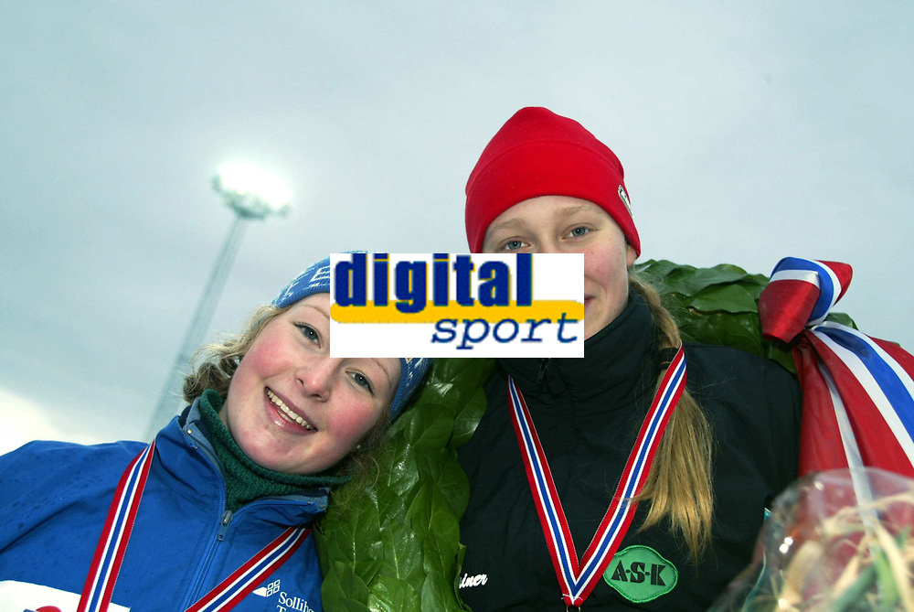 Skøyter, 12. januar 2003, Junior-NM, Mari Hemmer (t.h.) og Anna Rognstad , Eidsvold