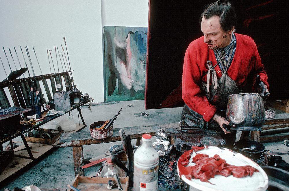 G&eacute;rard Garouste, n&eacute; le 10 mars 1946 &agrave; Paris, est un &eacute;crivain, peintre, graveur et sculpteur fran&ccedil;ais. G&eacute;rard Garouste est le mari de la designer Elizabeth Garouste.<br /> Marcilly-sur-Eur, 1991