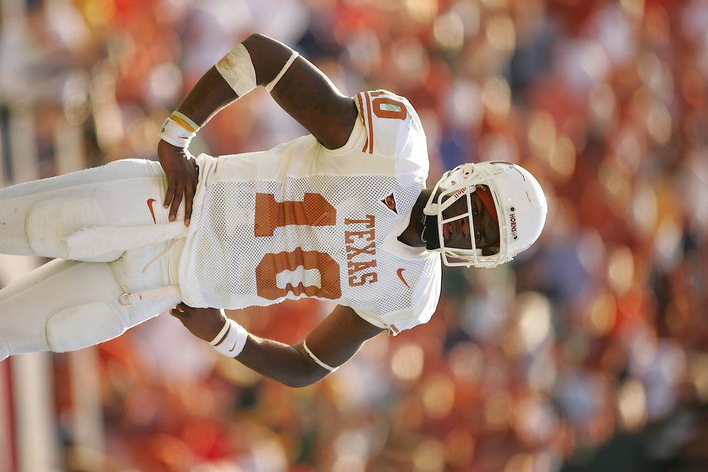 Vince Young.Texas Longhorns at Baylor bears.Floyd Casey Stadium.Waco TX.Saturday, November 5  2005.11-05-05.photograph by Darren Carroll.