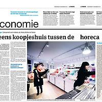 Tekst en beeld zijn auteursrechtelijk beschermd en het is dan ook verboden zonder toestemming van auteur, fotograaf en/of uitgever iets hiervan te publiceren <br /> <br /> Parool 27 november 2013: eerste vestiging Flying Tiger in Amsterdam
