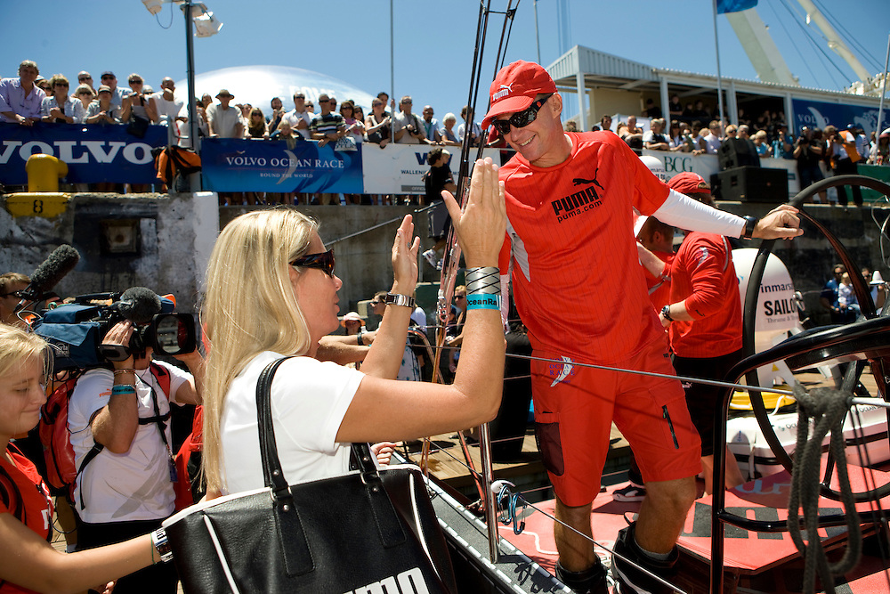 15NOV08. PUMA Ocean Racing skipper Ken Read, embraces his family as Il Mostro leaves the Cape Town dock for the start of  Leg 2 of the Volvo Ocean Race to Kochi India.