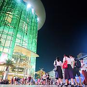 Bangkok, Thailande 23 mars 2014 -  Siam Paragon &Dagger; Bangkok est un grand centre commercial d&iacute;une superficie de 500 000 m&le; d&Egrave;di&Egrave; aux articles de mode et aux produits de luxe. Depuis son ouverture en d&Egrave;cembre 2005, le Siam Paragon a voulu se positionner sur le haut de gamme voire du tr&Euml;s haut de gamme. <br /> Le Complexe compte plus de 300 boutiques de marques internationales et locales de luxe, dont des boutiques de cr&Egrave;ateurs et designers de premier ordre tels que Gucci, Prada, Paul Smith, ou encore Chanel.
