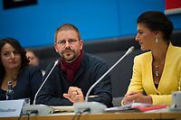 DEU, Deutschland, Germany, Berlin, 25.09.2018: Der Menschenrechtsaktivist Peter Steudtner zu Gast bei einer Fraktionssitzung von DIE LINKE.