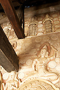 Ridi Viharaya, has a series of caves and is home to some of the finest examples of Buddhist temple painting and sculpture.