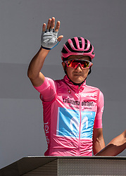 30.05.2019, Santa Maria di Sala, ITA, Giro d Italia 2019, 18. Etappe, Valdaora, Olang - Santa Maria di Salaz (222 km), im Bild Richard Carapaz (ECU, Movistar Team) im Rosa Trikot // Richard Carapaz of Ecuador (Movistar Team) during stage 18 of the 102nd Giro d'Italia cycling race from Valdaora, Olang - Santa Maria di Sala(222 km) Santa Maria di Sala, Italy on 2019/05/30. EXPA Pictures © 2019, PhotoCredit: EXPA/ Reinhard Eisenbauer