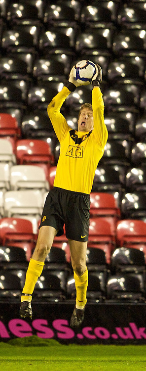 WIDNES, ENGLAND - Tuesday, October 6, 2009: Manchester United's goalkeeper Edwin van deer Sar in action against Everton during the FA Premiership Reserves League (Northern Division) match at the Halton Stadium. (Pic by David Rawcliffe/Propaganda)