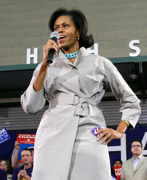Michelle Obama, wife of US Democratic presidential candidate Sen. Barack Obama (D-IL) introduces him to speak on her birthday at Rancho High School in Las Vegas January 17, 2008. The Nevada caucuses are January 19th.  REUTERS/Rick Wilking  (UNITED STATES)  US PRESIDENTIAL ELECTION CAMPAIGN 2008 (USA)