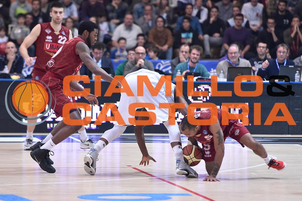 DESCRIZIONE : Campionato 2014/15 Serie A Beko Dolomiti Energia Aquila Trento - Umana Reyer Venezia<br /> GIOCATORE : Phil Goss<br /> CATEGORIA : Palla Recuperata Contesa Persa A Terra<br /> SQUADRA : Umana Reyer Venezia<br /> EVENTO : LegaBasket Serie A Beko 2014/2015<br /> GARA : Dolomiti Energia Aquila Trento - Umana Reyer Venezia<br /> DATA : 26/12/2014<br /> SPORT : Pallacanestro <br /> AUTORE : Agenzia Ciamillo-Castoria/GiulioCiamillo<br /> Galleria : LegaBasket Serie A Beko 2014/2015