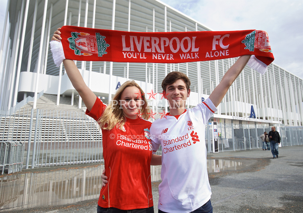 BORDEAUX, FRANCE - Thursday, September 17, 2015: Liverpool's supporters Ophelie Plantey and Duveger Marc from Bordeaux ahead of the UEFA Europa League Group Stage Group B match against FC Girondins de Bordeaux. (Pic by David Rawcliffe/Propaganda)