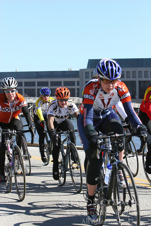 Cate McLean races alongside the field of the Women's A race at the 2006 Navy Criterium.