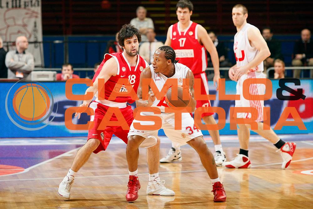 DESCRIZIONE : Milano Eurolega 2008-09 Armani Jeans Milano Olympiacos Piraeus<br /> GIOCATORE : David Hawkins<br /> SQUADRA : Armani Jeans Milano<br /> EVENTO : Eurolega 2008-2009<br /> GARA : Armani Jeans Milano Olympiacos Piraeus<br /> DATA : 29/01/2009 <br /> CATEGORIA : Palleggio<br /> SPORT : Pallacanestro <br /> AUTORE : Agenzia Ciamillo-Castoria/G.Cottini