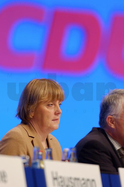 11 NOV 2002, HANNOVER/GERMANY:<br /> Angela Merkel, CDU Bundesvorsitzende, CDU Bundesparteitag, Hannover Messe<br /> IMAGE: 20021111-01-028<br /> KEYWORDS: Parteitag, party congress, Logo, sign