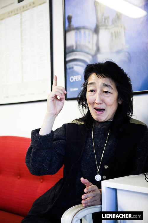 Mitsuko Uchida in an Interview with Ernst Strobl from the Salzburger Nachrichten, in room 446 of salzburgs grand festival hall. photo: Wolfgang Lienbacher