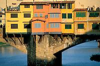 Italie, Toscane, Florence, Ponte Vecchio // Ponte Vecchio at Arno River, Florence, Italy