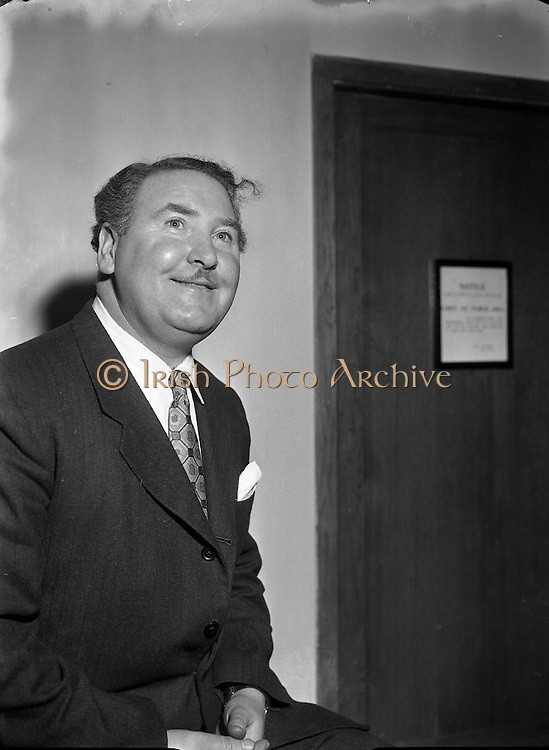 Josef Locke, Radio and Stage Star, arriving at Collinstown Airport .24/03/1955