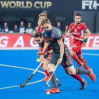 BHUBANESWAR, INDIA -  Mirco Pruyser (Ned) met Loick Luypaert (Belgie)     tijdens de  finale tussen België en Nederland bij het WK Hockey heren in het Kalinga Stadion. COPYRIGHT KOEN SUYK