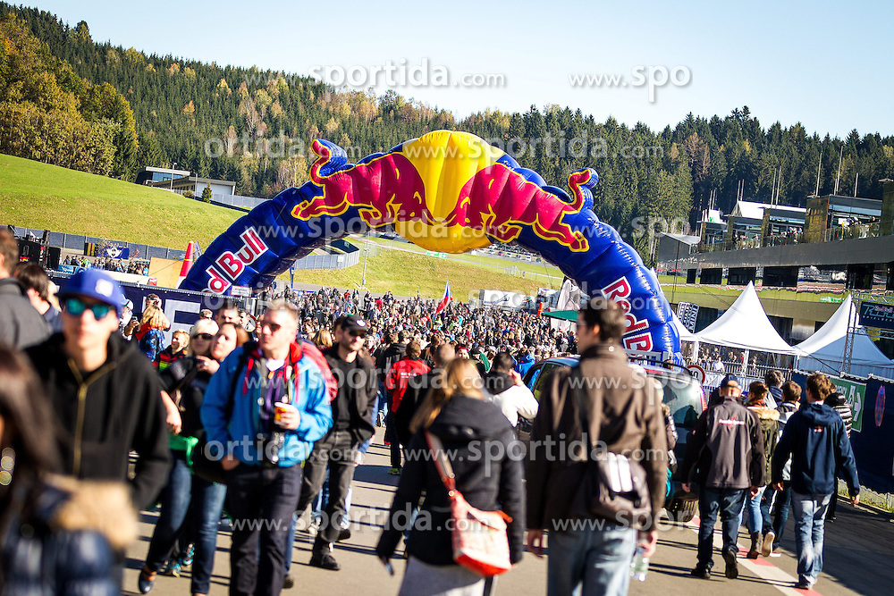 26.10.2014, Red Bull Ring, Spielberg, AUT, Red Bull Air Race, Renntag, im Bild feature Zuschauer // during the Red Bull Air Race Championships 2014 at the Red Bull Ring in Spielberg, Austria, 2014/10/26, EXPA Pictures © 2014, PhotoCredit: EXPA/ M.Kuhnke