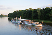 Pillnitz an der Elbe, Dampfer, Sonnenuntergang, Dresden, Sachsen, Deutschland.|.Pillnitz on river Elbe, steamer, sunset, Dresden, Germany