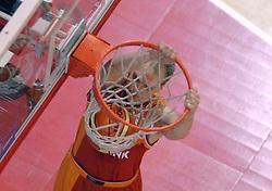 26-08-2005 BASKETBAL: NEDERLAND-BELGIE: GRONINGEN<br /> Nederland kan zich gaan opmaken voor een extra toernooi in Belgrado, waar de laatste strohalm moet worden gepakt ter handhaving in de A-groep. Dat is het gevolg van de 51-62 nederlaag / Peter van Paassen<br /> ©2005-www.fotohoogendoorn.nl