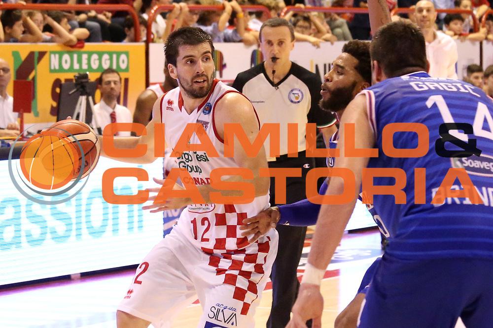 DESCRIZIONE : Campionato 2015/16 Giorgio Tesi Group Pistoia - Enel Brindisi<br /> GIOCATORE : Filloy Ariel<br /> CATEGORIA : Palleggio<br /> SQUADRA : Giorgio Tesi Group Pistoia<br /> EVENTO : LegaBasket Serie A Beko 2015/2016<br /> GARA : Giorgio Tesi Group Pistoia - Enel Brindisi<br /> DATA : 04/10/2015<br /> SPORT : Pallacanestro <br /> AUTORE : Agenzia Ciamillo-Castoria/S.D'Errico<br /> Galleria : LegaBasket Serie A Beko 2015/2016<br /> Fotonotizia : Campionato 2015/16 Giorgio Tesi Group Pistoia - Enel Brindisi<br /> Predefinita :