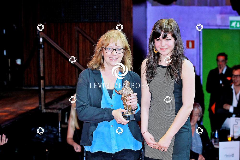AMSTERDAM - In discotheek De Escape op het Rembrandtplein zijn weer de Rembrandt Awards 2012 uitgereikt.  Met op de foto Maria Peters en dochter. FOTO LEVIN DEN BOER - PERSFOTO.NU
