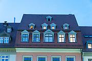 Dach mit Gauben, Dämmerung, Markt, Weimar, Thüringen, Deutschland | roof windows, dusk, Market Square, Weimar, Thuringia, Germany