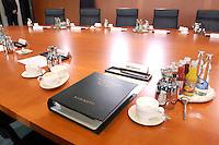 19 MAY 2004, BERLIN/GERMANY:<br /> Aktenmappe des Ministerium fuer Wirtschaft und Arbeit am Platz von BM C lement am leeren Kabinettstisch, vor Beginn der Kabinettsitzung, Bundeskanzleramt<br /> IMAGE:<br /> KEYWORDS: Kabinett, Sitzung, AKte, Mappe, Unterlagen, Papers