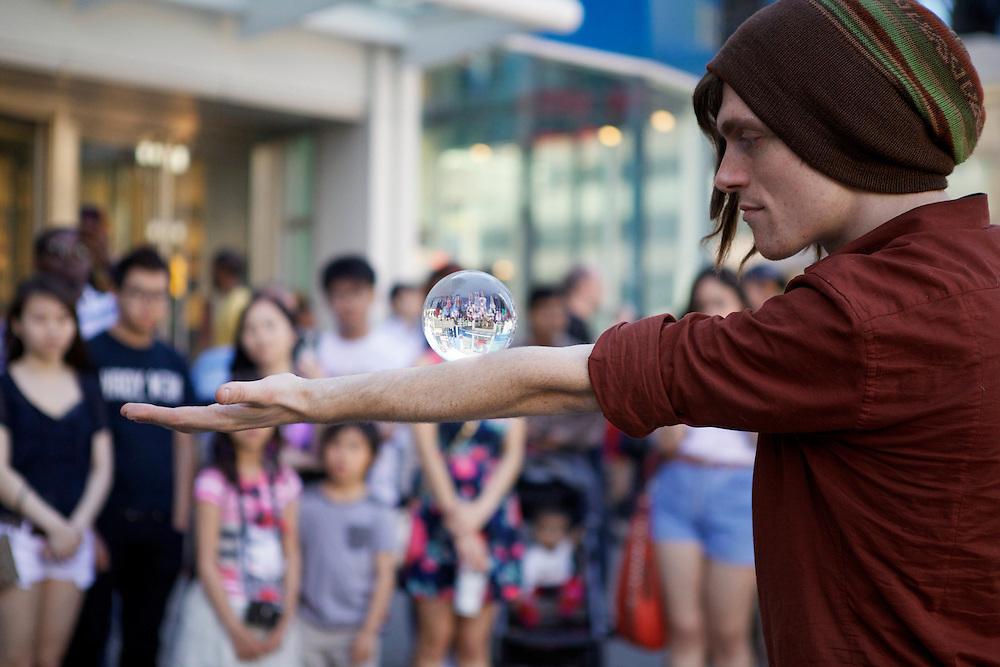 Street performer, Yonge & Dundas