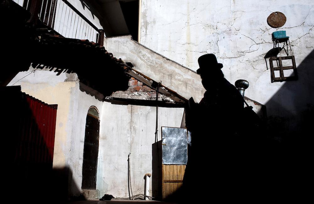 Abril y Mayo 2011/Bolivia<br /> Carmen Rosa La Luchadora en la silueta camina para asistir a una lucha<br /> <br /> Foto:Juan Gonzalez