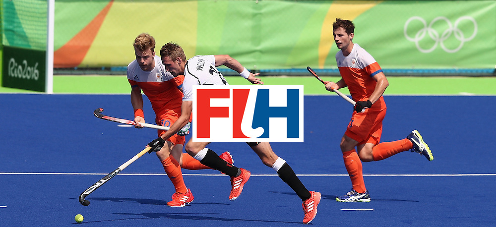 RIO DE JANEIRO, BRAZIL - AUGUST 18:  Niklas Wellen of Germany runs with the ball during the Men's Bronze Medal match between the Netherlands and Germany on Day 13 of the Rio 2016 Olympic Games held at the Olympic Hockey Centre on August 18, 2016 in Rio de Janeiro, Brazil.  (Photo by David Rogers/Getty Images)