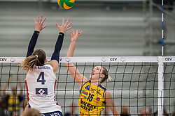 07-11-2017 NED: CEV CL Sliedrecht Sport - Imoco Volley Conegliano, Sliedrecht<br /> In een volgepakt Sporthal De Basis speelt Sliedrecht de derde wedstrijd in de Champions League en verliest met 3-0 / Kimberly Hill #15 of Imoco Volley Conegliano