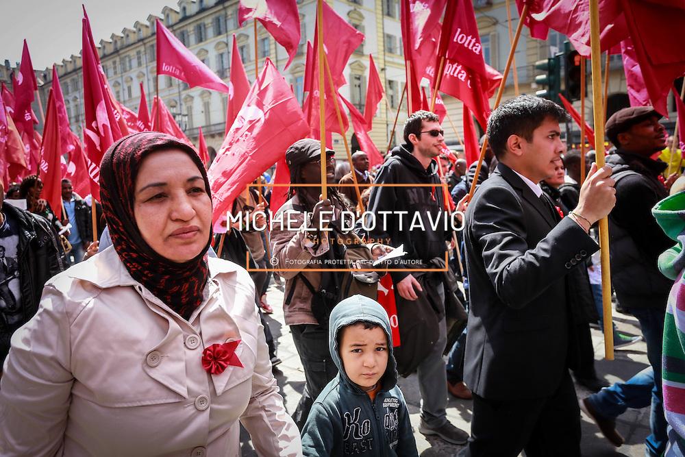 Militanti di Lotta Comunista al corteo del Primo Maggio a Torino