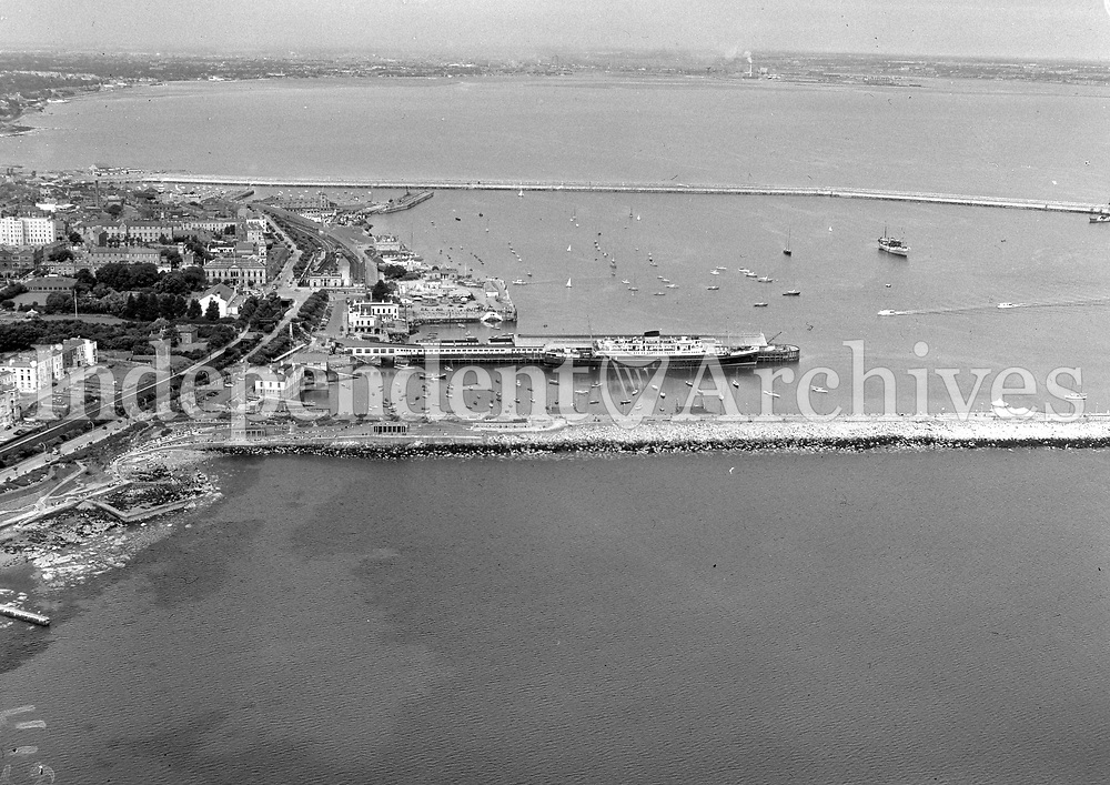(Part of the Independent Newspapers Ireland/NLI collection.)<br /> Aerial  view of Dun Laoghaire harbour 7/8/1957
