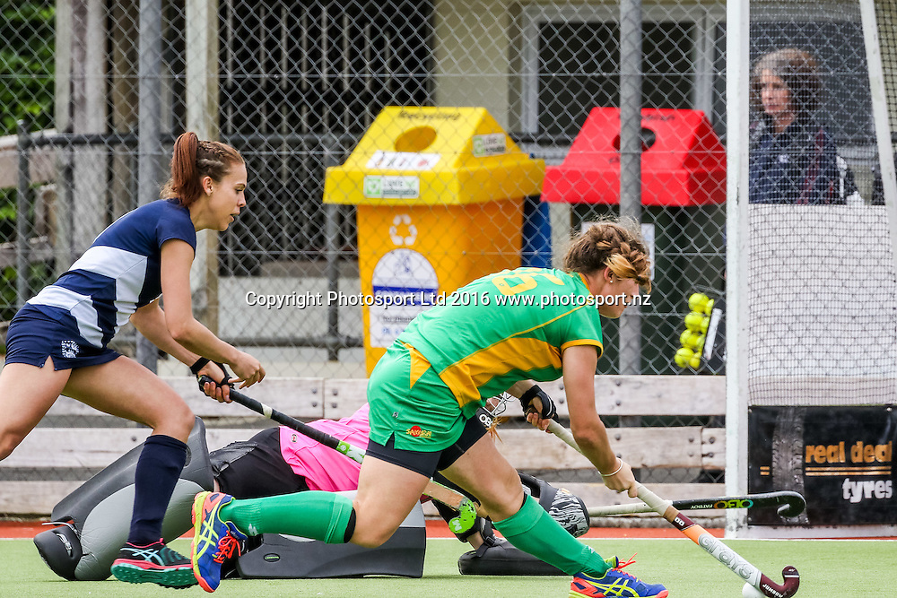 Central's Pippa Norman beats the keeper and looks to shoot. Auckland v Central Women, FORD National Hockey League, ITM Hockey Centre, Whangarei, New Zealand. Friday 16 September, 2016. Copyright photo: Heath Johnson / www.photosport.nz
