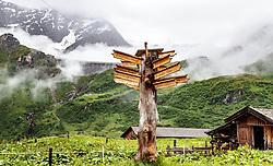 THEMENBILD - Wander Wegweiser. Die bewirtschaftete Alm, wo rund 800 Schafe und 55 Milchkühe im Sommer sind, besteht seit dem Jahre 1779 und wird von der Familie Aberger Dick geführt, Sie liegt unmittelbar bei den Kapruner Hochgebirgsstauseen, aufgenommen am 16. Juni 2017, Fürthermoar Alm, Kaprun, Österreich // hiking signpost. The Fuerthermoar Alm, where around 800 sheep and 55 dairy cows are in summer and is directly next to the Kaprun Hochgebirgsausauseen. The Mountain Hut exists since 1779 and is owned by the family Aberger Dick, taken on 2017/06/16, Kaprun, Austria. EXPA Pictures © 2017, PhotoCredit: EXPA/ JFK