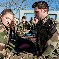 French army learns crisis situations and emergency aid on battlefield to the future business manager