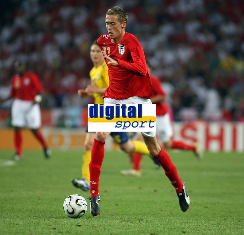 Photo: Chris Ratcliffe.<br /> Sweden v England. FIFA World Cup 2006. 20/06/2006.<br /> Peter Crouch of England