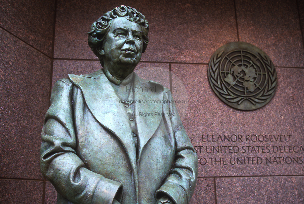 WASHINGTON, DC, USA - 1997/04/23: Statue of Eleanor Roosevelt by sculpture Neil Estern at the Roosevelt Memorial and FDR Monument on the Tidal Basin during the commemoration and unveiling of the site April 23, 1997 in Washington, DC.     (Photo by Richard Ellis)