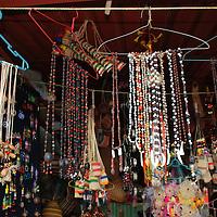 Artesania indigena en el mercado indigena de Puerto Ayacucho. Estado Amazonas, Venezuela.©Jimmy Villalta