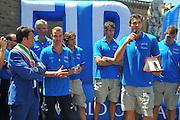DESCRIZIONE : Firenze Raduno Collegiale Nazionale Italiana Maschile Premiazione Consegna Chiavi Citt&agrave; Firenze<br /> GIOCATORE :  Renzi Pianigiani Andrea Bargnani<br /> SQUADRA : Nazionale Italia Uomini <br /> EVENTO : Raduno Collegiale Nazionale Italiana Maschile <br /> GARA : Allenamento<br /> DATA : 15/07/2010 <br /> CATEGORIA : Premiazione<br /> SPORT : Pallacanestro <br /> AUTORE : Agenzia Ciamillo-Castoria/M.Gregolin<br /> Galleria : Fip Nazionali 2010 <br /> Fotonotizia : Firenze Raduno Collegiale Nazionale Italiana Maschile Premiazione Consegna Chiavi Citt&agrave; Firenze<br /> Predefinita :