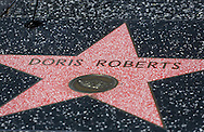 4月19日,在美国洛杉矶,桃丽丝&middot;罗伯茨在好莱坞星光大道的星。 著名电视剧演员桃丽丝&middot;罗伯茨于当地时间周日去世,离世原因是在睡梦中的自然死亡,享年90岁。桃丽丝&middot;罗伯茨曾在经典情景喜剧《人人都爱雷蒙德》中饰演雷蒙德的母亲一角。新华社发 (赵汉荣摄)<br /> Doris Roberts's star on the Hollywood Walk of Fame in Los Angeles on Tuesday April 19, 2016. Roberts, the five-time Emmy winner best known for playing Ray Romano's overbearing mother on the comedy hit ``Everybody Loves Raymond,&rsquo;&rsquo; died peacefully in her sleep of natural causes in Los Angeles, the United States on Sunday, according to her family. She was 90. (Xinhua/Zhao Hanrong)(Photo by Ringo Chiu/PHOTOFORMULA.com)<br /> <br /> Usage Notes: This content is intended for editorial use only. For other uses, additional clearances may be required.