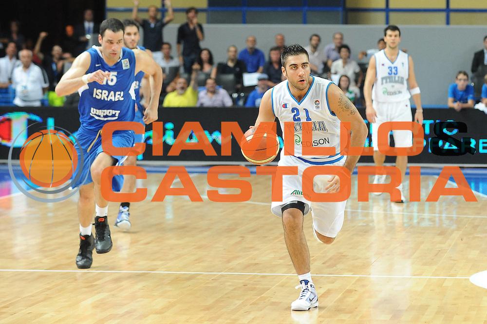 DESCRIZIONE : Bari Qualificazioni Europei 2011 Italia Israele<br /> GIOCATORE : Pietro Aradori<br /> SQUADRA : Nazionale Italiana Uomini<br /> EVENTO : Qualificazioni Europei 2011<br /> GARA : Italia Israele<br /> DATA : 02/08/2010 <br /> CATEGORIA : palleggio<br /> SPORT : Pallacanestro <br /> AUTORE : Agenzia Ciamillo-Castoria/GiulioCiamillo<br /> Galleria : Fip Nazionali 2010 <br /> Fotonotizia : Bari Qualificazioni Europei 2011 Italia Israele<br /> Predefinita :