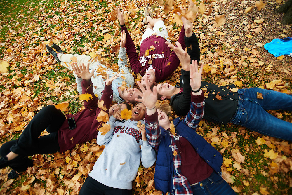 -UWL UW-L UW-La Crosse University of Wisconsin-La Crosse; cloudy; day; Diversity; Fall; Group; Lifestyle; Man men; November; Outside; Smiling; Socializing; Student students; Vanguards; Wing; Woman women, Tree; Leaves;  Leaf