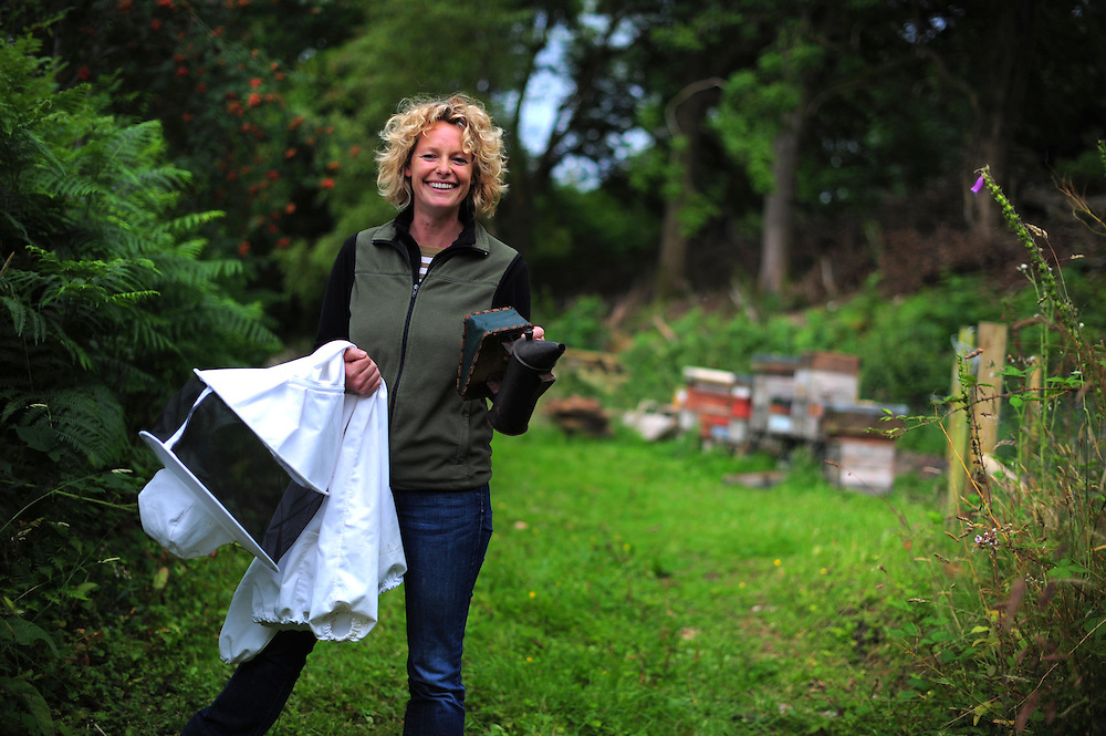 Picture By Jim Wileman  14/07/2009  Kate Humble on a bee keeping course with bee keeper Dave Wiscombe, at Monkton Wyld Court, near Charmouth, Dorset.