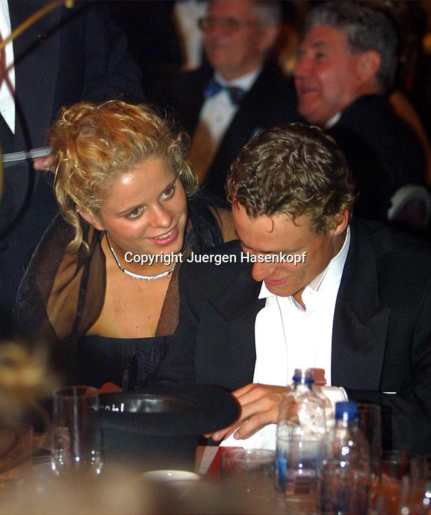 Sport,Tennis,Hopman Cup in Perth,Australien,Mixed<br /> Doubles WM, Lleyton Hewitt und Freundin Kim Clijsters beim Silvester Ball , nimmt an einer Versteigerung fuer wohltaetige Zwecke teil,, 31.12.2001.