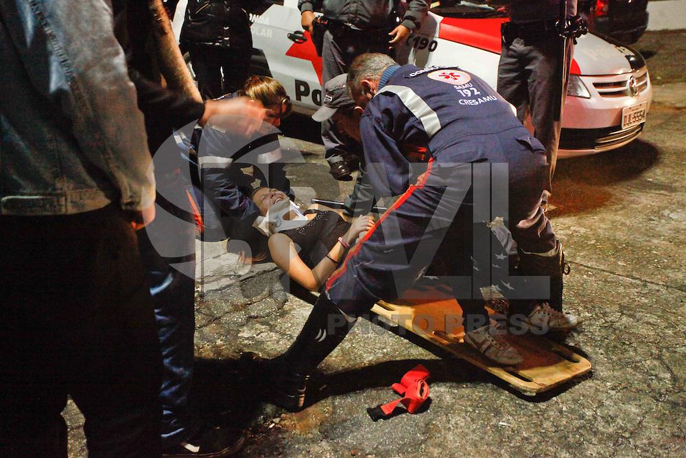 MOGI DAS CRUZES,SP,26 DE MAIO DE 2013,VIRADA CULTURAL MOGI DAS CRUZES,SP,USO DE DROGAS E ALCOL RESULTARAM EM VARIOS INCIDENTES NA VIRADA DE MOGI DAS CRUZES SP,O SAMU foi acionado varias vezes durante a virada Cultural em Mogi das Cruzes na grande SP por conta de incidentes,acidentes e brigas durante a Virada Cultural,uma adolecente teve um braço quebrado e outra pessoa teve overdose no centro Cívico que fica na regiao central da cidade,FOTO:WARLEY LEITE/BRAZIL PHOTO PRESS