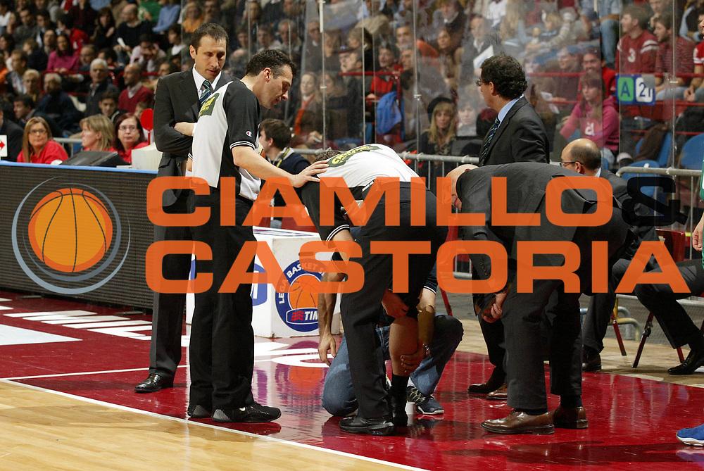 DESCRIZIONE : Milano Lega A1 2006-07 Armani Jeans Milano Benetton Treviso<br /> GIOCATORE : Arbitro<br /> SQUADRA : <br /> EVENTO : Campionato Lega A1 2006-2007 <br /> GARA : Armani Jeans Milano Benetton Treviso<br /> DATA : 10/12/2006 <br /> CATEGORIA : Infortunio<br /> SPORT : Pallacanestro <br /> AUTORE : Agenzia Ciamillo-Castoria/G.Cottini