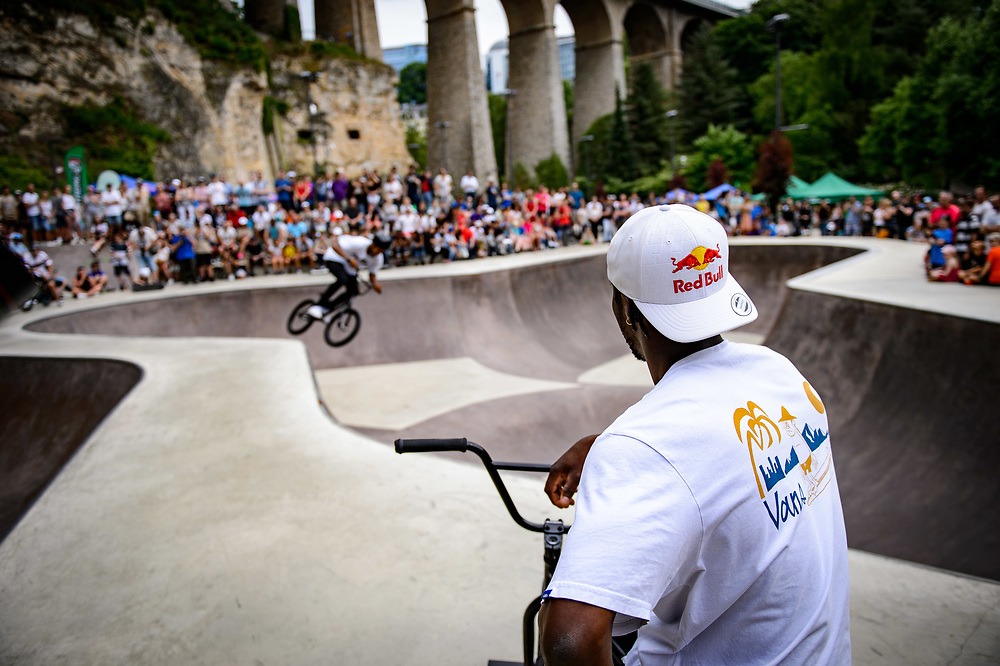 Courage Adams watches the show during Red Bull 3en1 at Skatepark Péitruss, Luxembourg, Luxembourg, June 3, 2017.