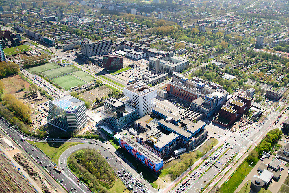 Nederland, Noord-Holland, Amsterdam, 09-04-2014; Zuid-as, overzicht campus van de Vrije Universiteit VU. Met VUmc Cancer Center en ACTA (tandheelkunde), Academisch Ziekenhuis Vrije Universiteit VUmc. Linksonder OVC real estate (iov Deloitte). Overzicht Buitenveldert.<br /> Zuid-as, 'South axis', financial center in the South of Amsterdam, with ith University Hospital VUmc (Vrije Universiteit) and VU MC Cancer Center.<br /> Amsterdam equivalent of 'the City', financial district. <br /> luchtfoto (toeslag op standard tarieven);<br /> aerial photo (additional fee required);<br /> copyright foto/photo Siebe Swart